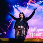 32.Hollywood Vampires