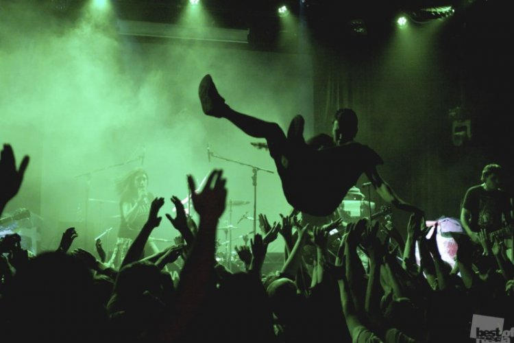 stage-diving